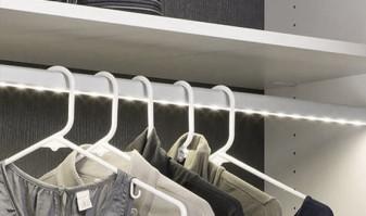 Barra de armario com luz e sensor